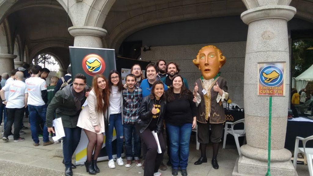 Parte do equipo de CUAC FM no día da Ciencia na Rúa 2016